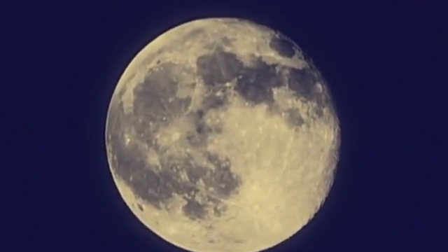 Факт высадки американских астронавтов на Луну вызывает большое количество вопросов, которые остаются без ответов.