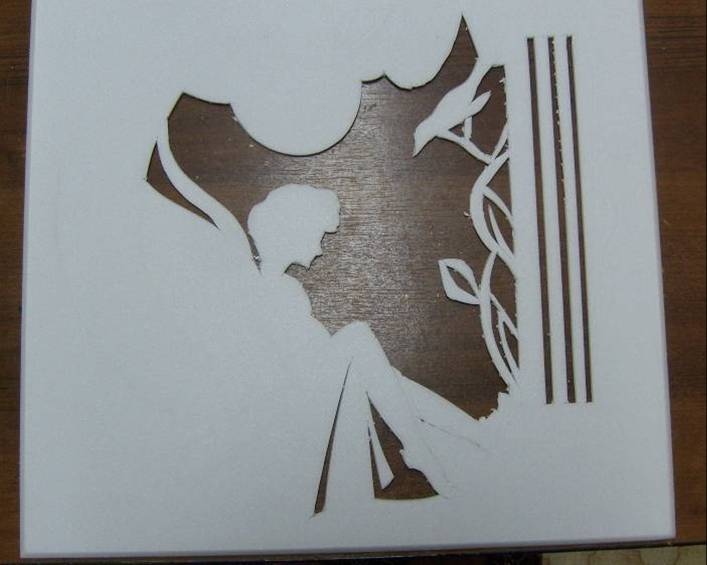 Прорезной рельеф из пенопластовых потолочных плит