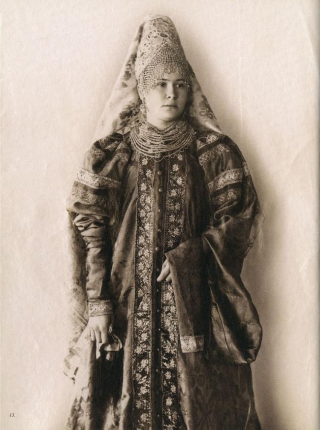 РУССКИЕ КРАСАВИЦЫ В НАЦИОНАЛЬНЫХ КОСТЮМАХ. ФОТОГРАФИИ 1900 ГОДА