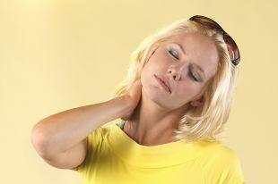 Продуло шею? Компрессы из картофеля и капусты помогут избавиться от боли