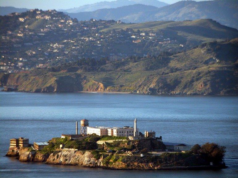 Тюрьма Алькатрас и история знаменитого острова
