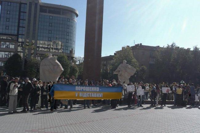 «Сегодня в запое – завтра в Ростове»: Западная Украина митингует против Порошенко