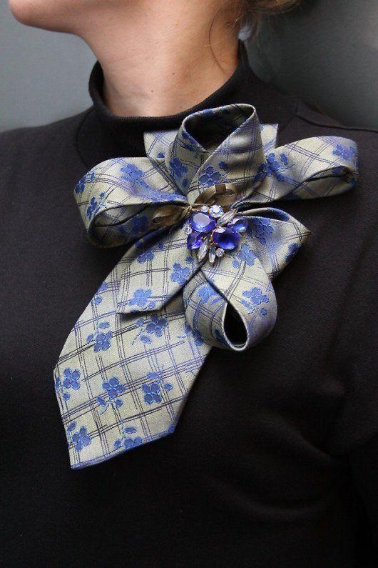 Брошь из мужского галстука