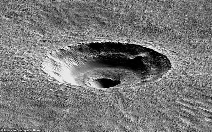 На Марсе нашли таинственную воронку