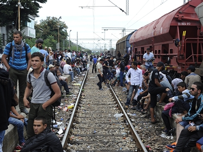 Мигранты атакуют