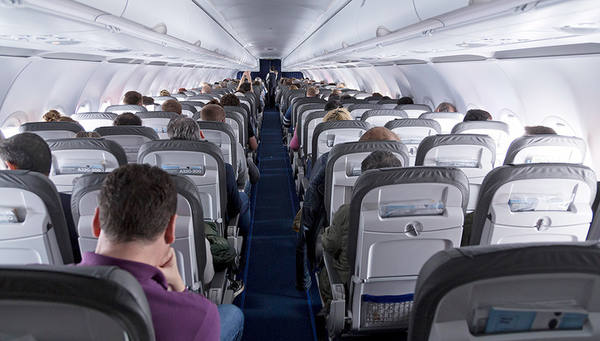 Пьяный дебош в самолете стоил должности замминистра труда Киргизии
