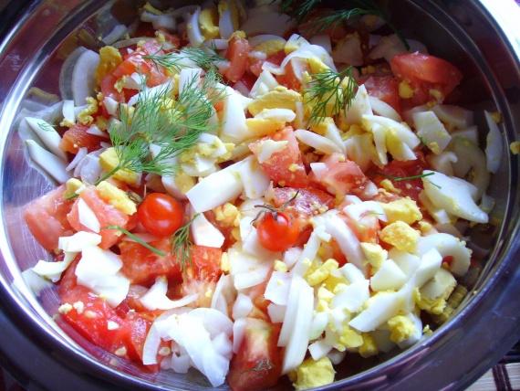 Салат из яиц и помидоров с фото