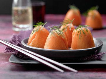 Рецепты на Новый год. Суши (приготовление в стаканчиках для яиц) для вечеринки