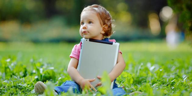 Почему нужно оградить ребёнка от гаджетов до 13 лет?