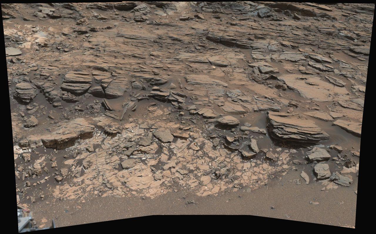 Марсианский ровер изучает зону контакта двух типов горных пород