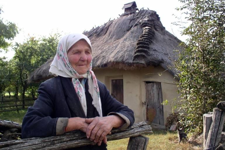 15 глиняных домов, которые простояли под соломенной крышей по 100-300 лет