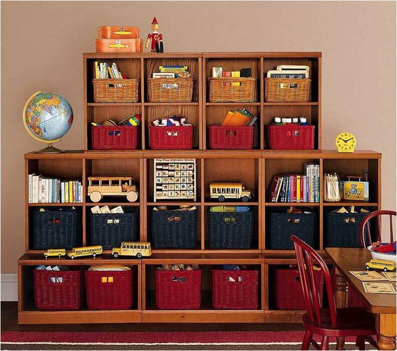 Ящики для хранения вещей: пластиковые с крышкой, фото в шкаф.