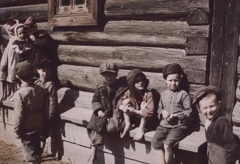 Деревенские дети. 1942 год деревня, фото