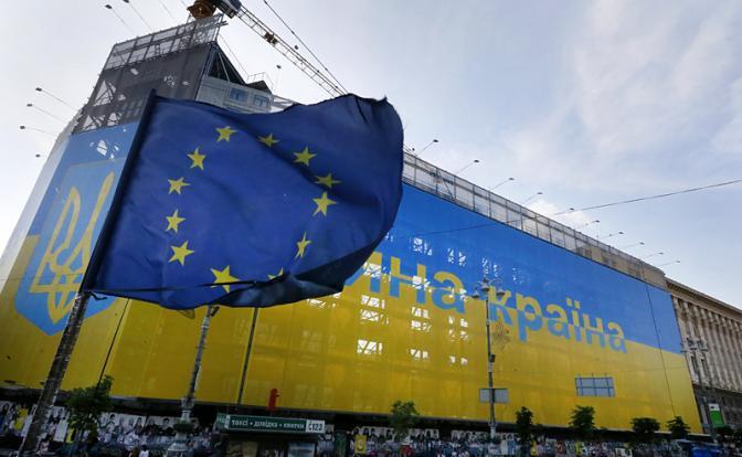 Порошенко ликует: Европа вогнала Украину в нищету