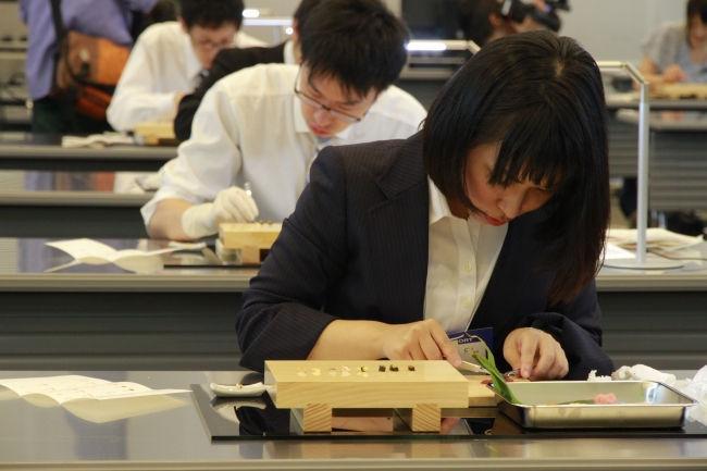 Как в Японии тестируют хирургов