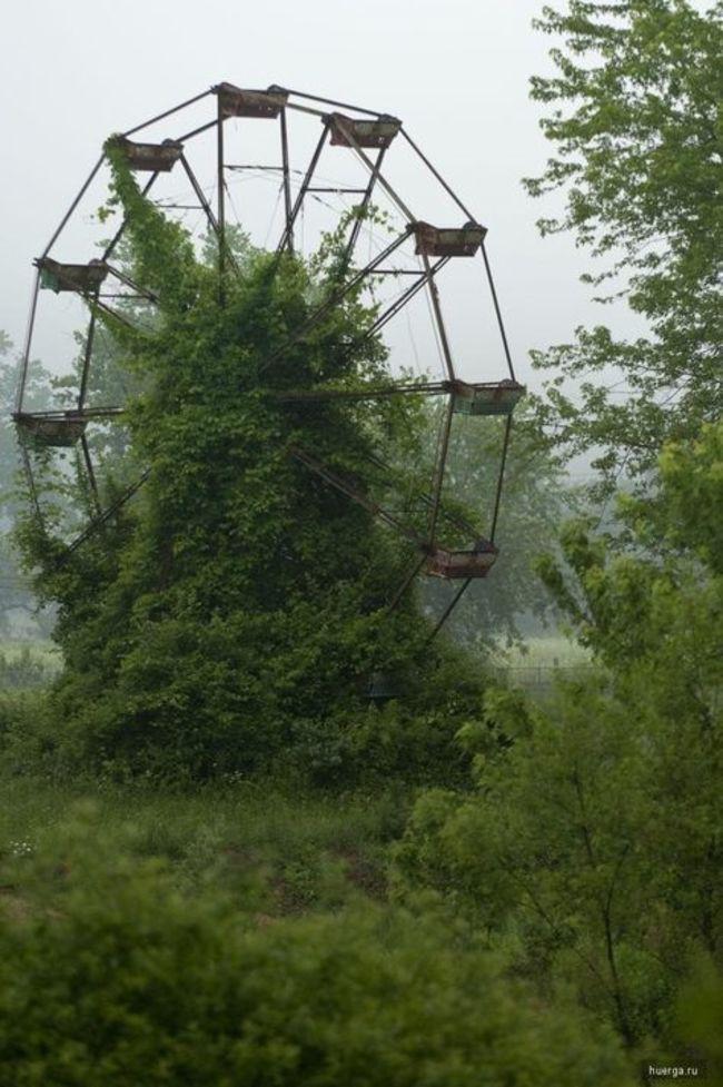 Заброшенное колесо обозрения заброшенное, природа, разрушение, цивилизация