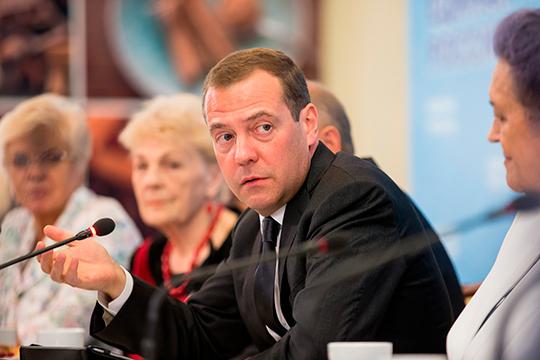 «Не держите его (Медведева) за идиота. это совсем не так. Скорее, он такой Штирлиц»