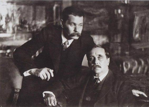 Максим Горький и Герберт Уэллс. Петроград. СССР. 1920 год.