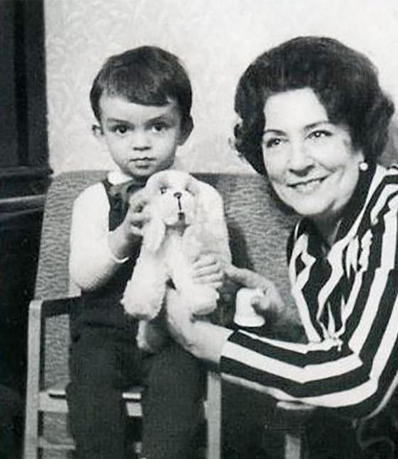 Филипп Киркоров в детстве (с бабушкой)