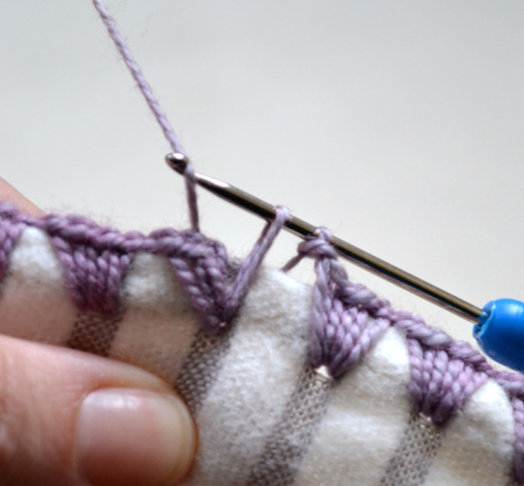 Как обвязать ткань пряжей (2)
