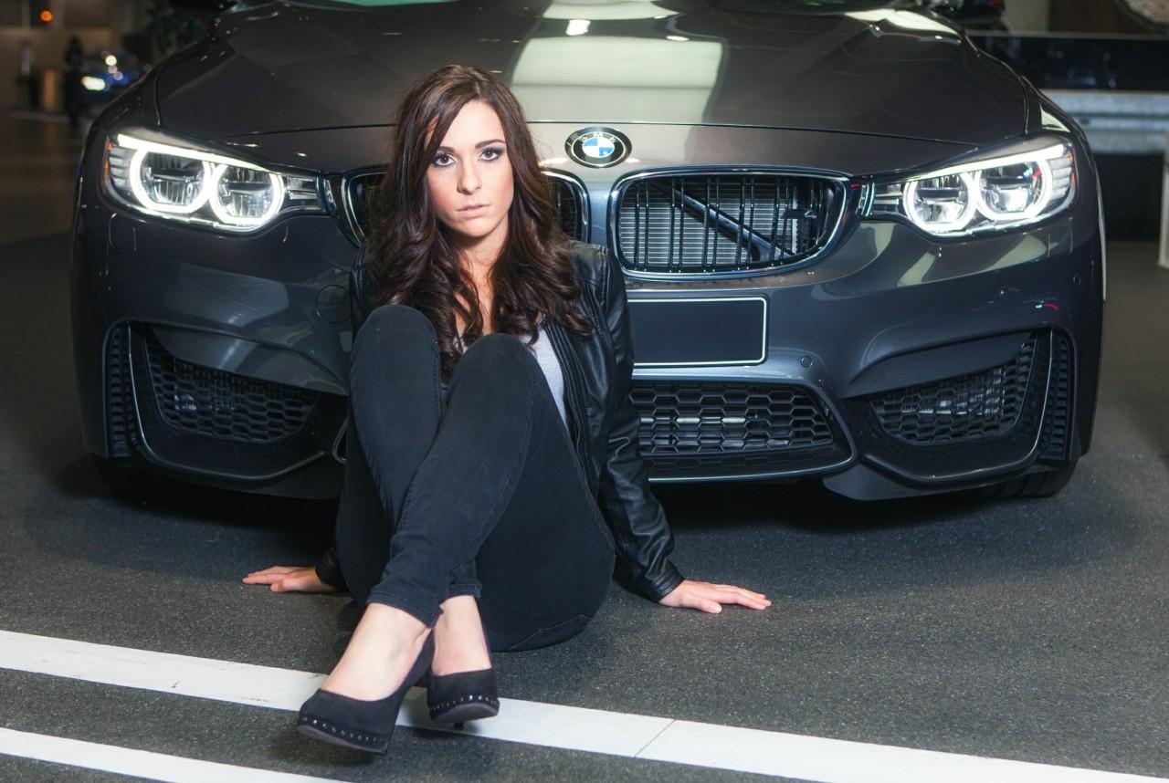 Фото девушек у автомобиля сексуальных 25 фотография