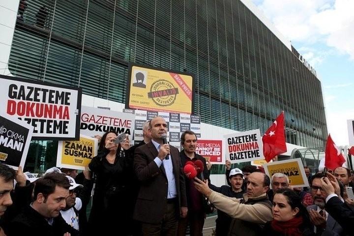 Митинг у редакции Zaman в Стамбуле полиция разогнала водометами и слезоточивым газом