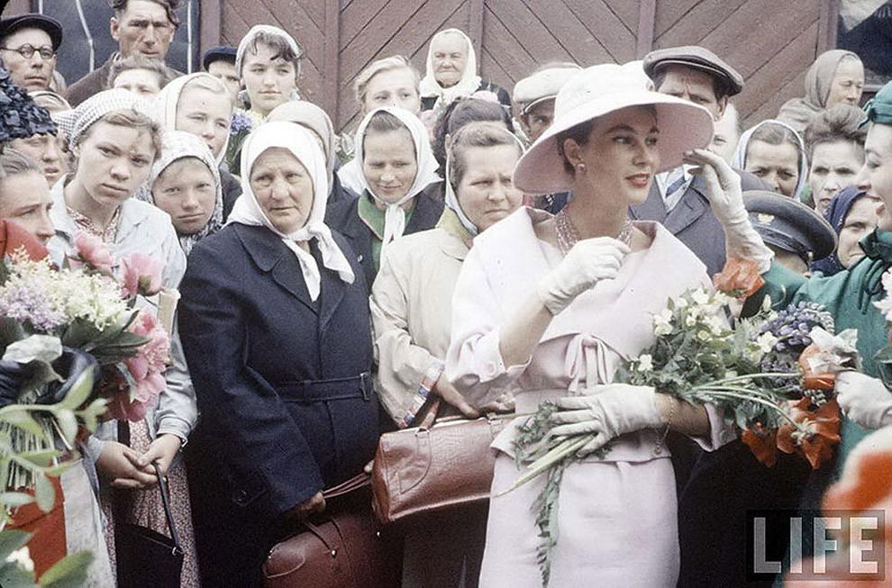 4. Встреча двух разных миров: показ Dior в Москве, 1959 год. исторические фотографии, история, фото