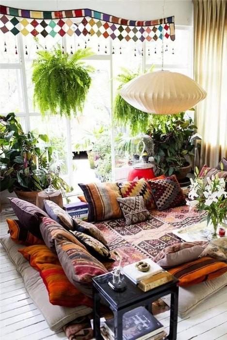 Причины, по которой стоит выкинуть диван из малогабаритки: [b] Причина №4:[/b] в восточном интерьере диван не нужен    На Востоке диванами не пользуются испокон веков. Здесь