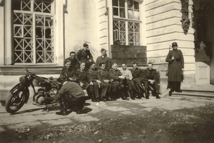 Холокост под блокадным Ленинградом