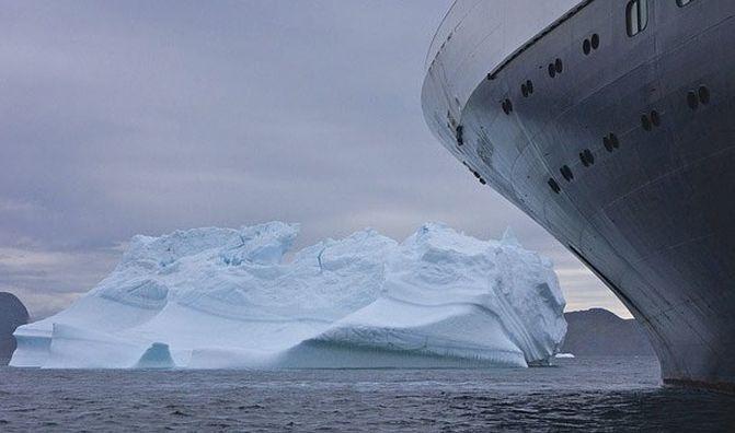 9 От момента, когда вперёдсмотрящие заметили айсберг, до команды изменения курса прошло 30 секунд. Не случись этой задержки, столкновения можно было бы избежать. интересно, кораблекрушение, титаник
