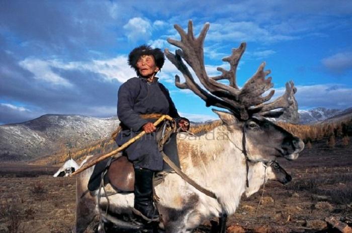 Это странное племя живет, как в древней сказке! Такого единства с природой Вы еще не видели!