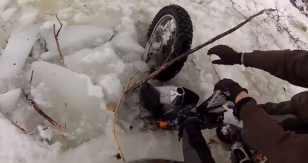 b2ap3_thumbnail_a-winter-ride-ends-with-a-ktm-and-its-rider-bathing-in-icy-water-video-92616_1.jpg