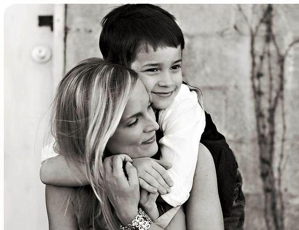 Мамина любовь: трогательные фотографии мам со своими cынoвьями