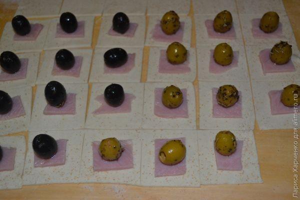Оливки и маслины в тесте