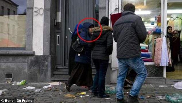 Мать парижского смертника: Сын не собирался никого убивать и взорвал себя из-за стресса..