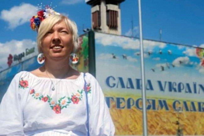 Городская сумасшедшая пугает патриотов едущих на отдых в Крым: Здесь меня называют «тварь украинская» и гонят в Киев
