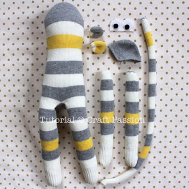 Игрушка своими руками из носка обезьянка