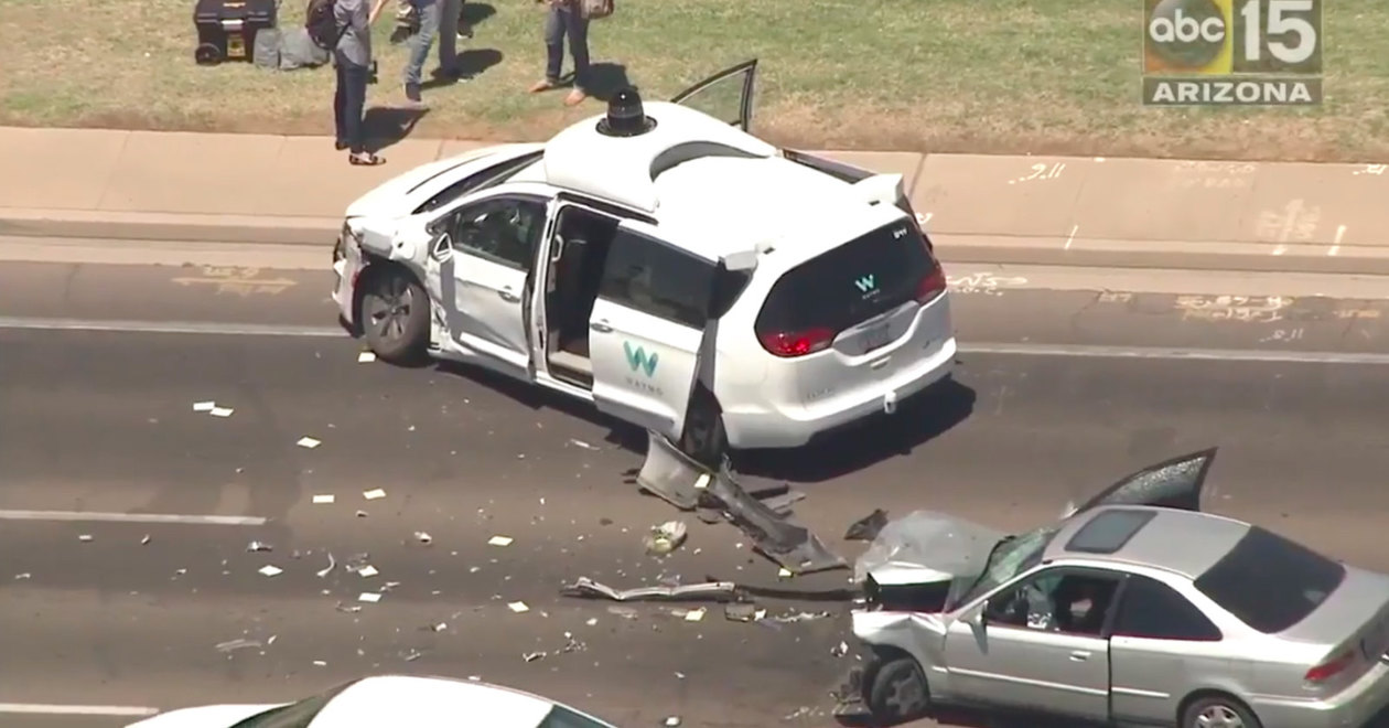 Беспилотный автомобиль снова угодил в аварию