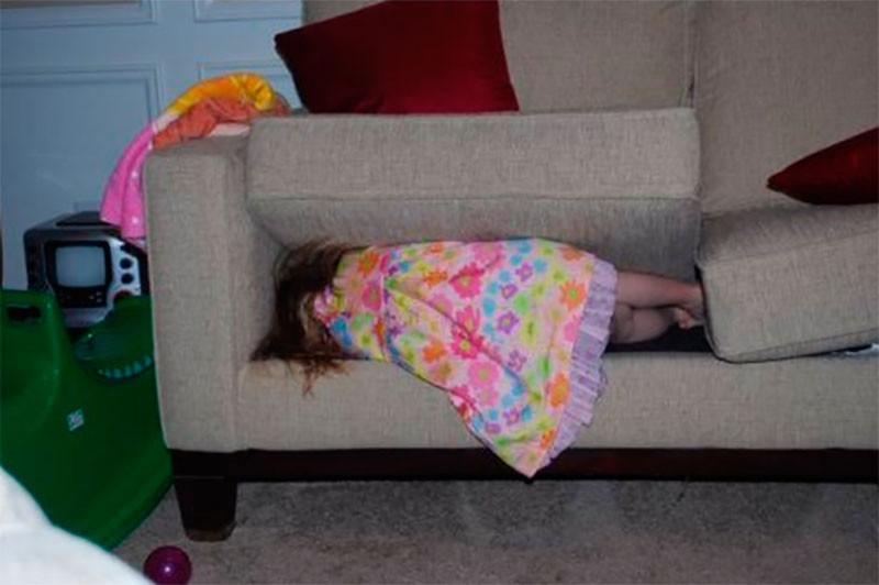 3. Очень сложная задача. Если ребенок спрятал глаза – считай, он невидимка! дети, прятки