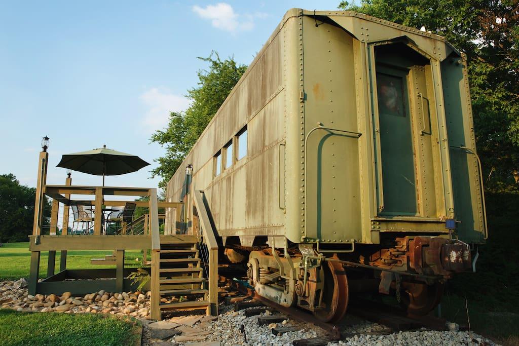 Подполковник превратил железнодорожный вагон времен Второй мировой войны в уютное арендное жилье
