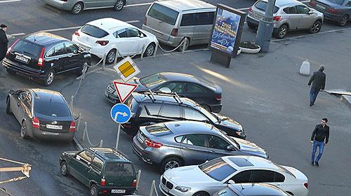 Парковаться бесплатно по выходным и праздникам разрешат в мае