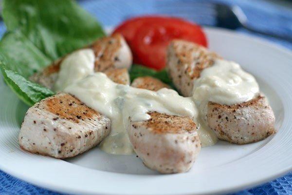 Едим как в ресторане: филе индейки с сырным соусом
