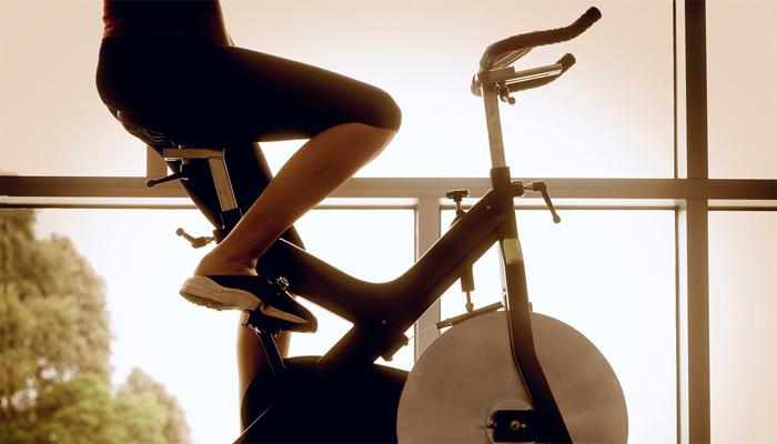 Велосипедный воркаут: прокачиваем все тело с помощью пары колес