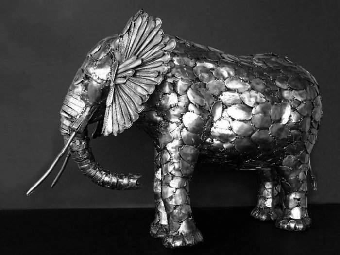 Скульптуры из столовых приборов..