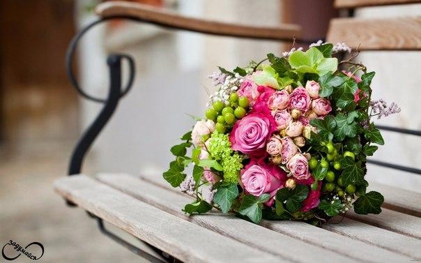 Не важно какие цветы, важно от кого.