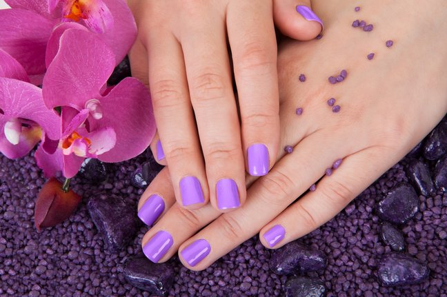 Цвет лака для ногтей по знаку Зодиака на лето