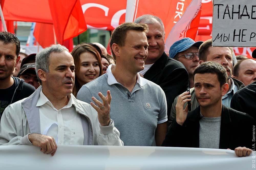 Навальному и Каспарову грозит уголовное дело за связи с казахской оппозицией