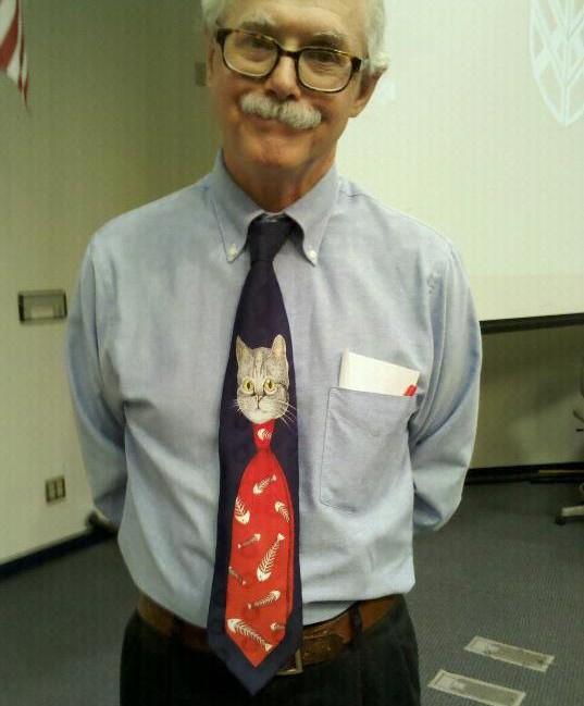 10. У каждого на галстуке то, что он любит. галстуки, странные люди