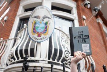 Wikileaks: за россиянами следят спецслужбы