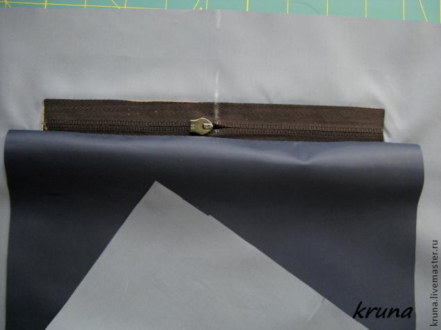 Как правильно обработать на подкладке сумки прорезной карман с накладной кожаной рамкой
